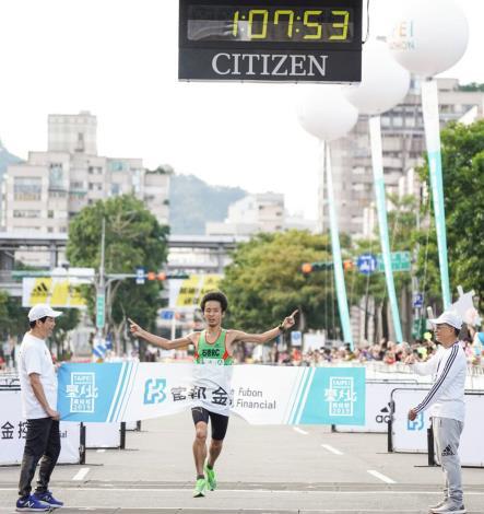 半程馬拉松組冠軍,來自日本的大橋 真弥