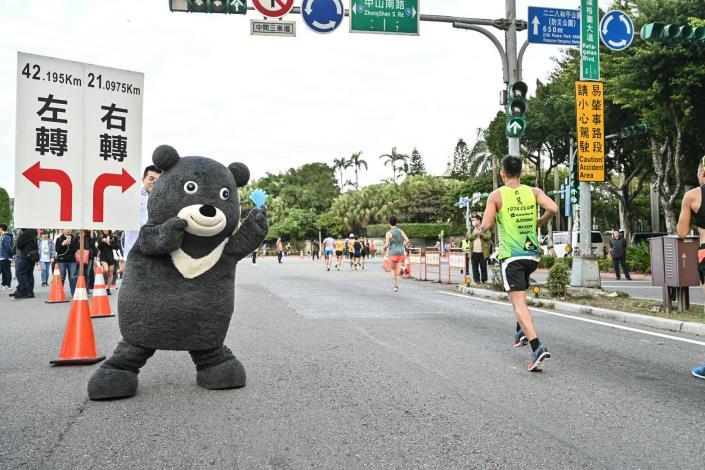 臺北市吉祥物熊讚也親臨現場為選手們加油打氣!
