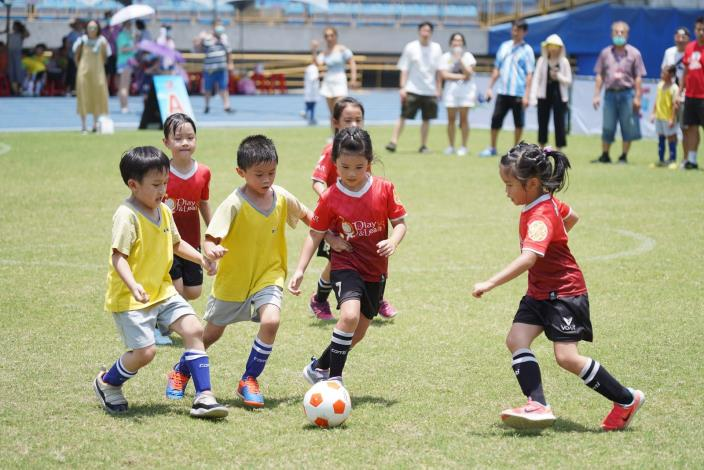 大展身手共同享受足球樂趣