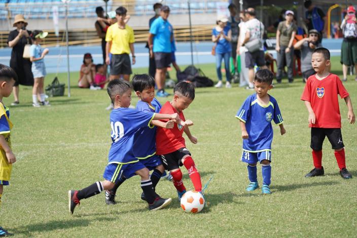 足球小將場上較勁