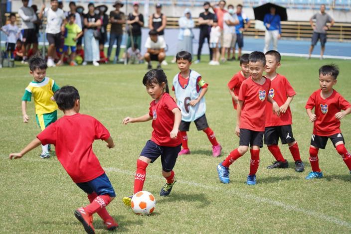 社會甲組航源FC和天使幼兒隊7月1日合併後首度參賽的航源天使隊