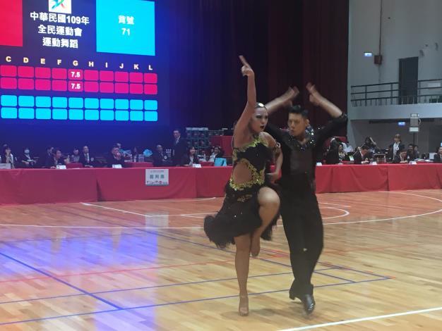 本市運動舞蹈雙人捷舞,選手精彩演出