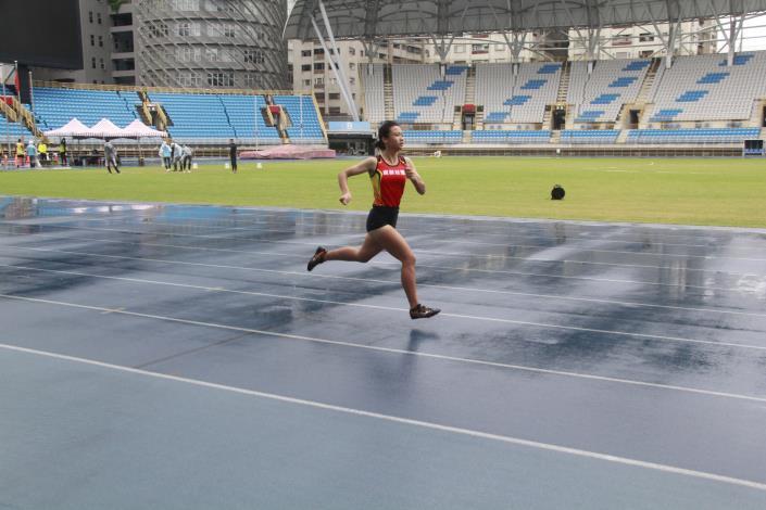 徑賽-女子挑戰組200公尺.JPG
