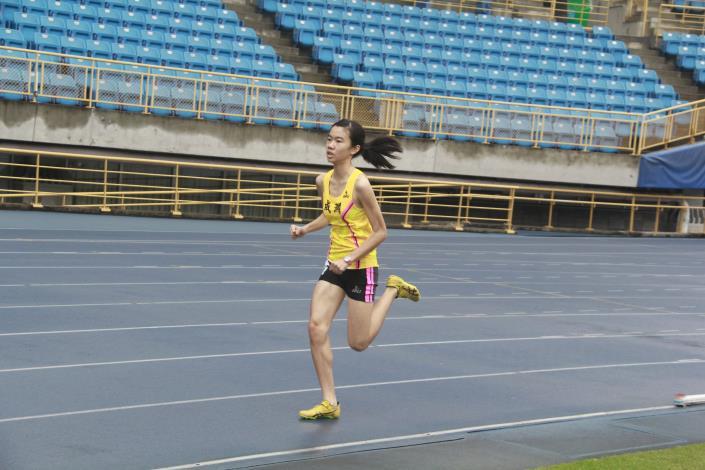 徑賽-高中女子800公尺.JPG