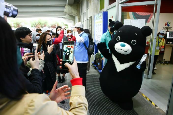 臺北市吉祥物-熊讚來為跑者致意