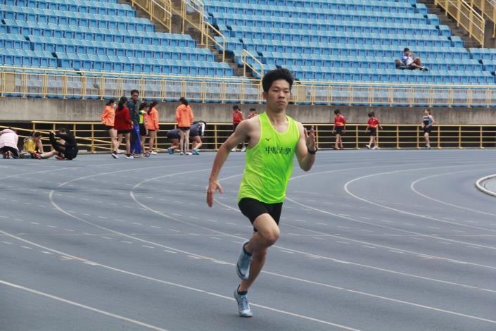 來自桃園中原大學選手也參與田徑自我挑戰賽.JPG