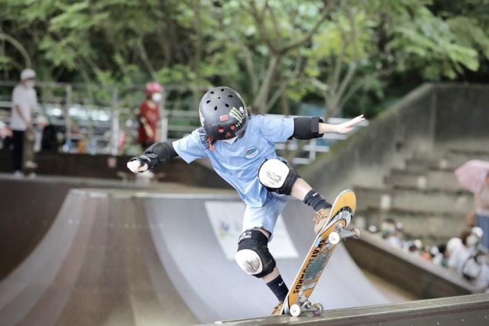 極限開幕儀式_滑板兒童生力軍帶來精采表演