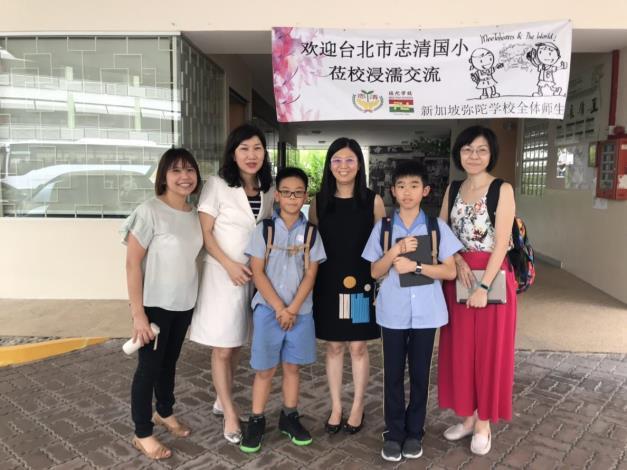 1新加坡彌陀學校陳珊珊校長(右3),接受兩位學生訪問(左3鍾宸睿、右2鄭宇哲)[開啟新連結]
