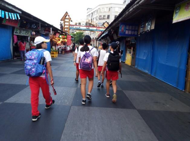 學生前進「東大門夜市」