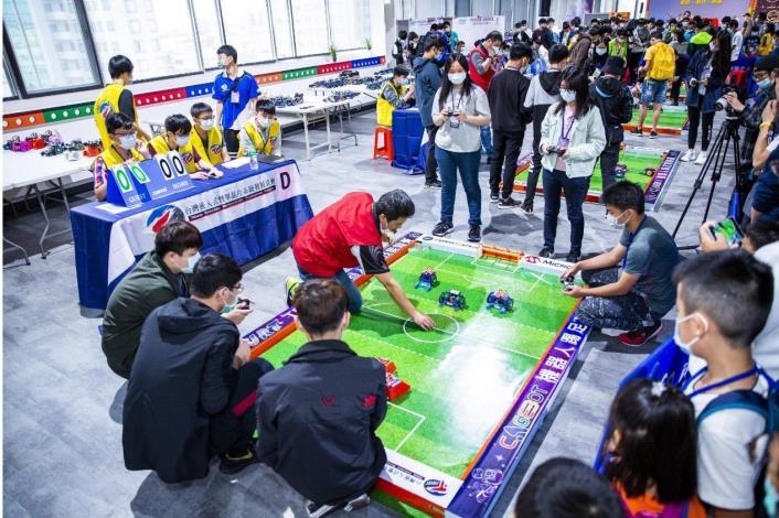 足球機器人程式編輯與實作課程