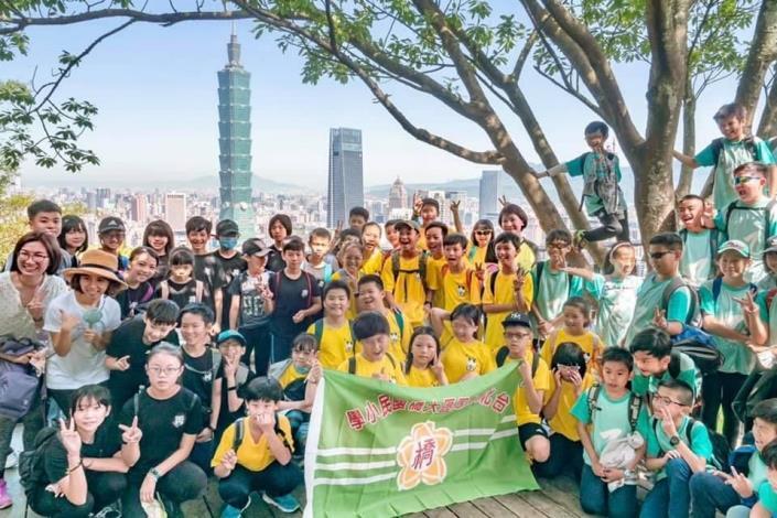 登頂勇士象山大合照,下一個要征服的是目標是101高樓