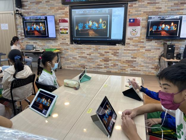 志清國小學生與新加坡彌陀學校學生在線上小組討論區合作進行密室逃脫活動