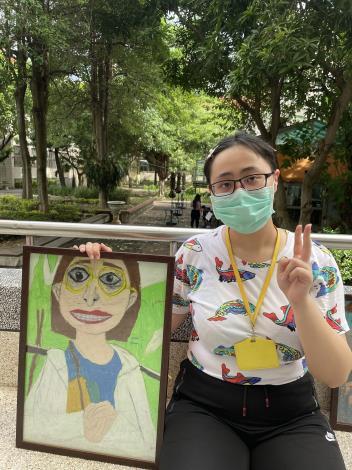 臺北特校許佳琪同學與自畫像