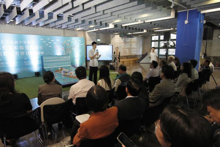 成功高中施同學分享臺大電機微課程學習心得