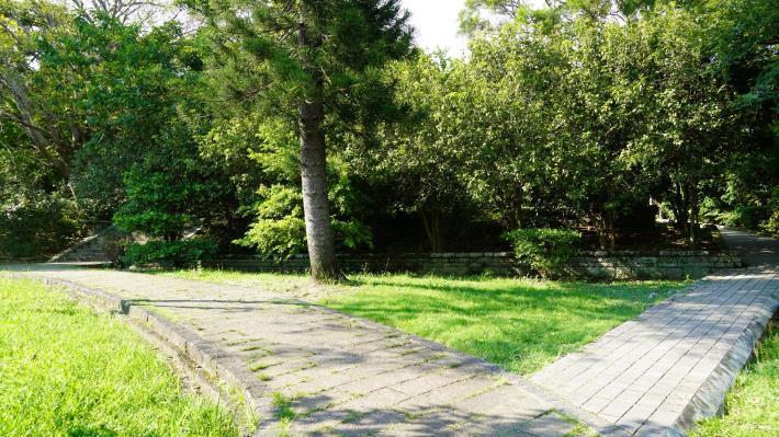 6原神社入口處的參道整理後仍保留原有路徑.JPG