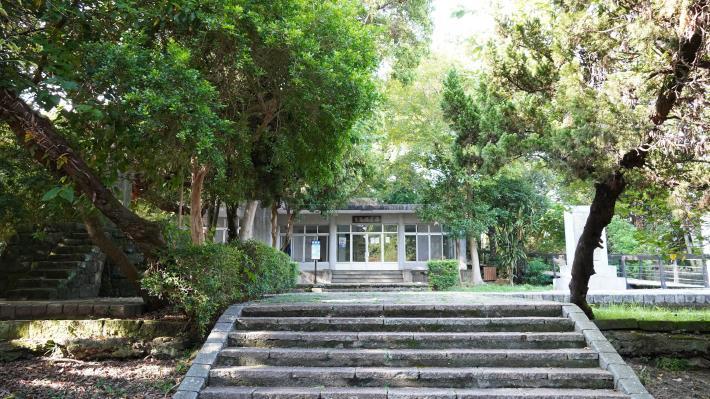 11-原芝山岩神社,已改建為雨農閱覽室.JPG