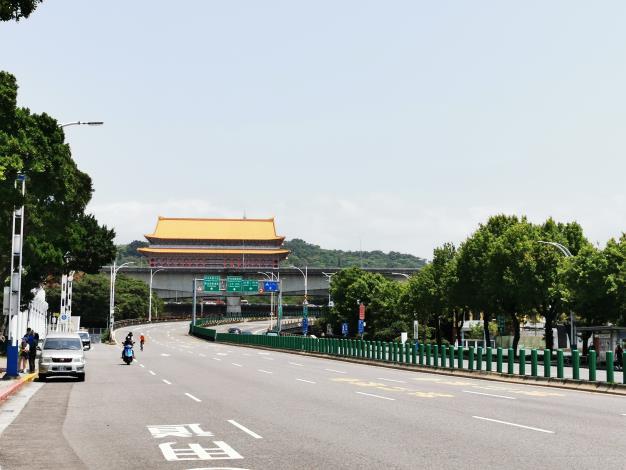 06如今的中山北路 在日據時期為通往台灣神社(現圓山飯店位置)的敕使街道