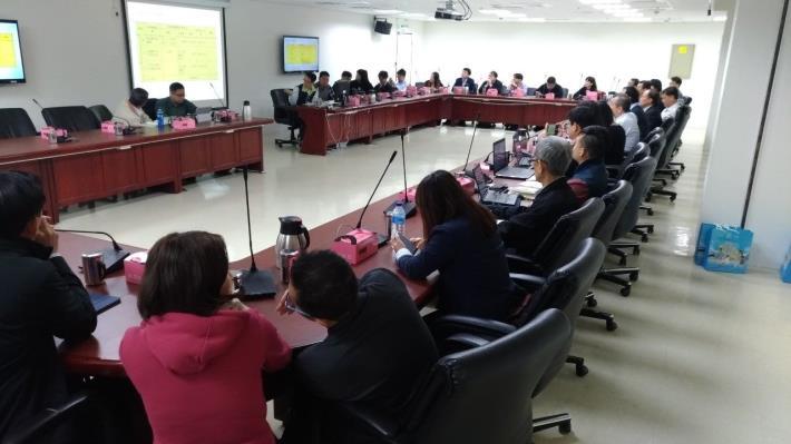 圖 1、向新加坡政府官員介紹臺北市共同管道。[開啟新連結]