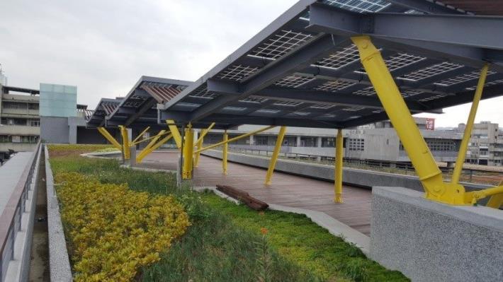 新和國小屋頂太陽能集電板及薄層綠化休憩平台示意圖[另開新視窗]