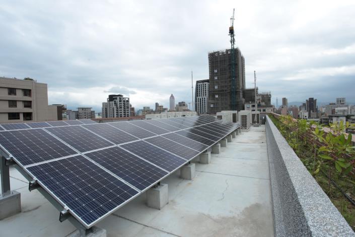 屋頂太陽能集熱板