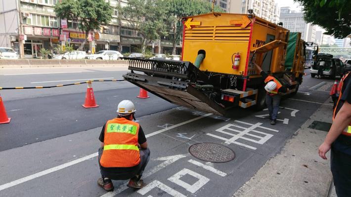 圖1 車載式瀝青混凝土路面現地熱再生修護機組-1