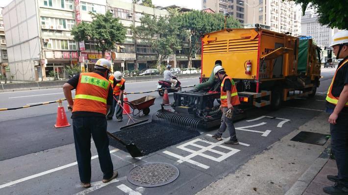 圖2  車載式瀝青混凝土路面現地熱再生修護機組-2