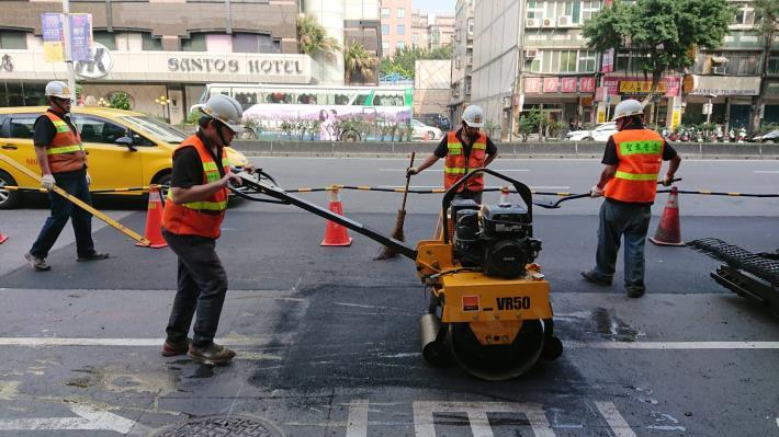 圖3  車載式瀝青混凝土路面現地熱再生修護機組-3