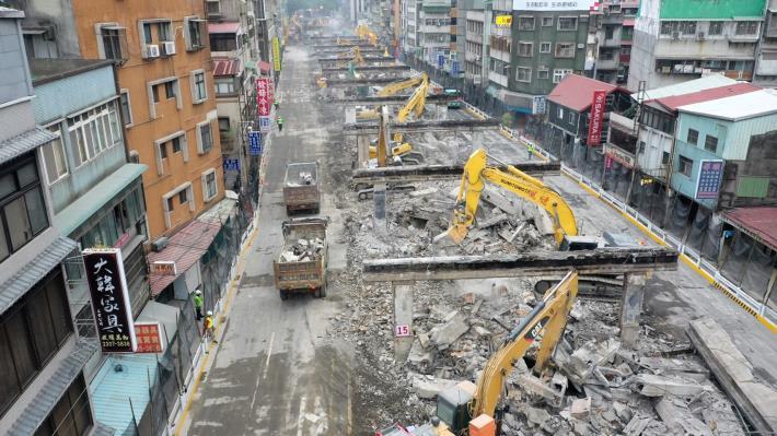 圖3中正橋引道重慶南路高架橋拆除現況-1