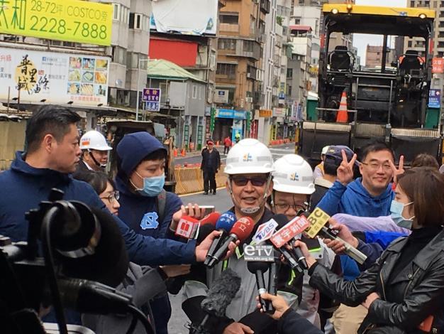 圖17彭副市長接受記者統一聯訪