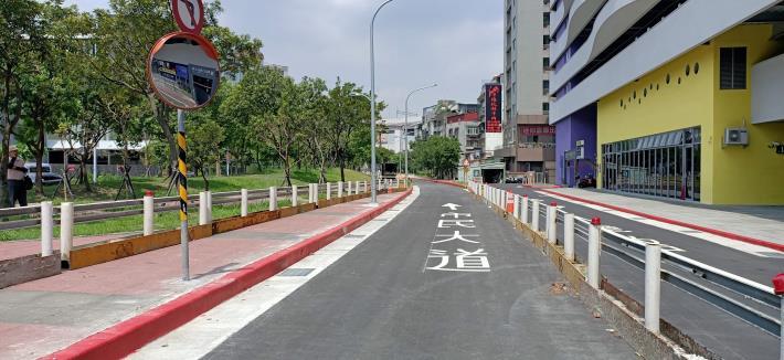 圖6-完工照片4:新闢市民大道6段(近松信路口)往5段方向