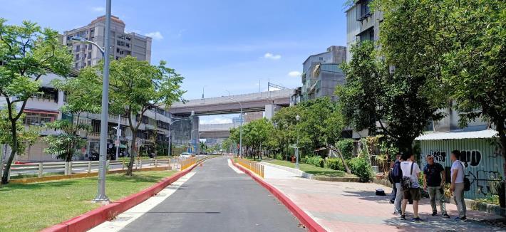 圖5-完工照片3:新闢市民大道6段往5段方向