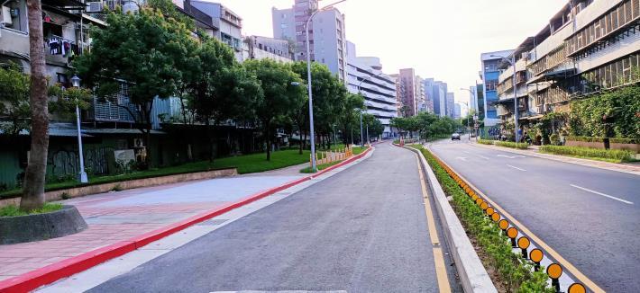 圖4-完工照片2:新闢市民大道6段往7段方向