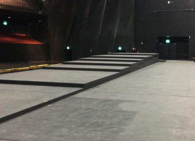 圖10國內最大型電動升降舞台照片