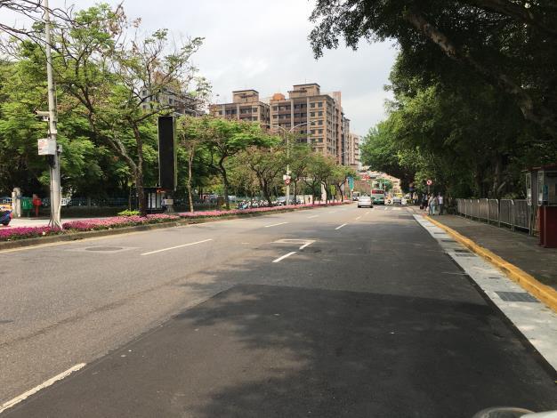 圖3 研究院路二段路面施作前1