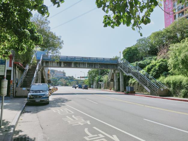 圖2 福強人行陸橋現況