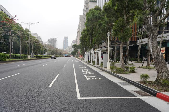 圖2 忠孝東路3段(三井飯店前) 多孔隙瀝青混凝土鋪面道路