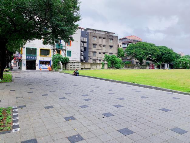 圖4 華山文創園區周邊人行道廣場