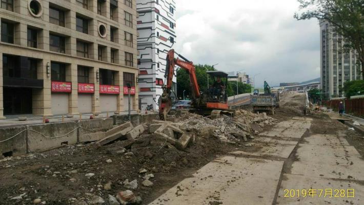 10807-南港端東側引道段路面降挖施作