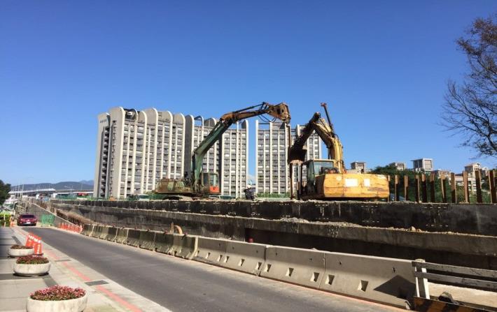 10712-南港端西側引道鋼軌樁打設[開啟新連結]