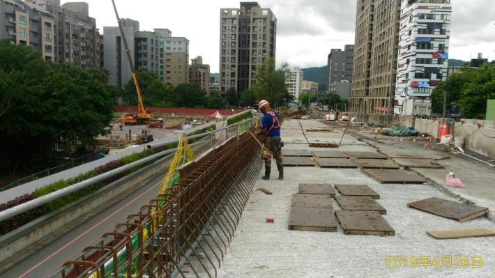 10806-南港端東側A1~P1橋面板護欄