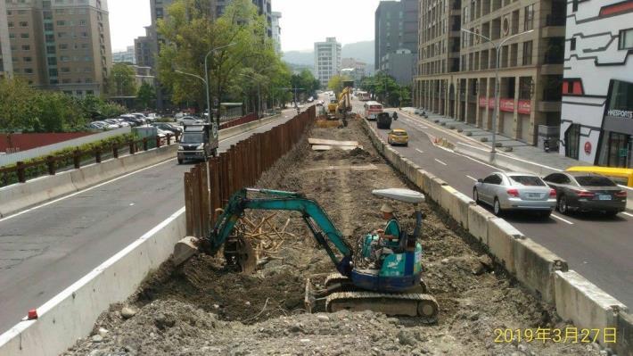 10803-南港端中側引道段降挖施作[開啟新連結]