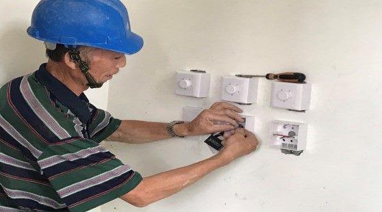 10809-南基地教一棟1F風扇開關安裝施作