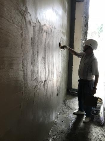 107年7月3日舊環南高架P66磚牆粉光.JPG