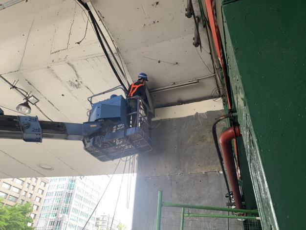 1080614-建國高架橋P47托座吊裝