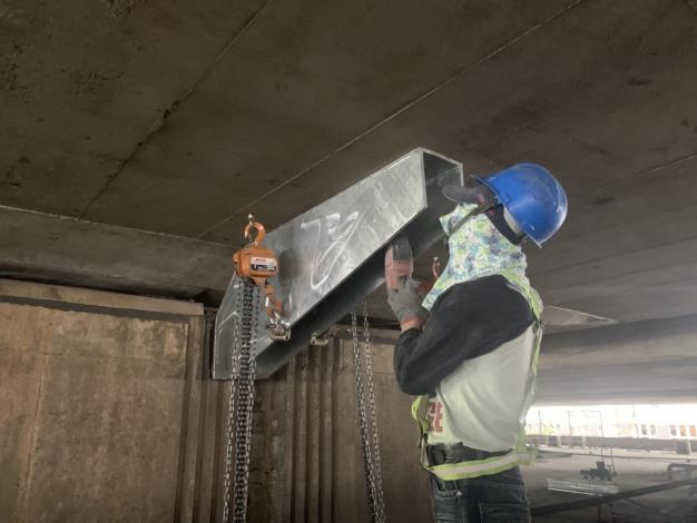 108年11月8日建國高架橋P71托座吊裝