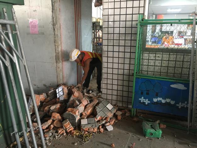 108年10月4日建國高架P68RL磚牆打除