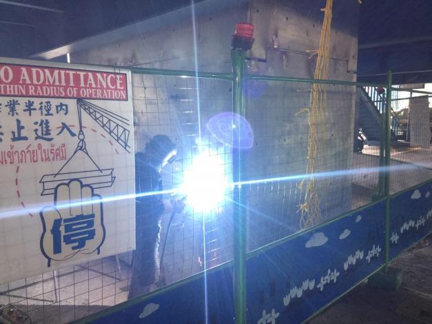 107年11月12日建國高架橋P17包覆鋼板銲