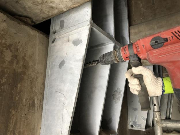 107年6月28日舊環南高架P62支承剪力措施M24鑽孔