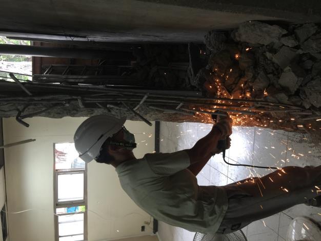 107年7月25日舊環南高架P65既有結構物鋼筋切除.JPG
