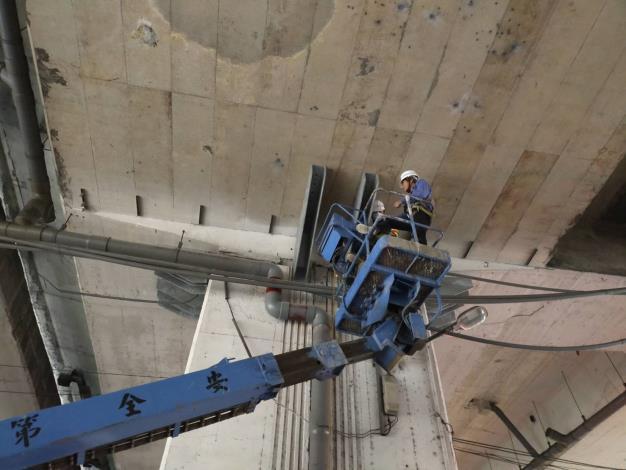 109年1月18日建國高架橋拖座安裝